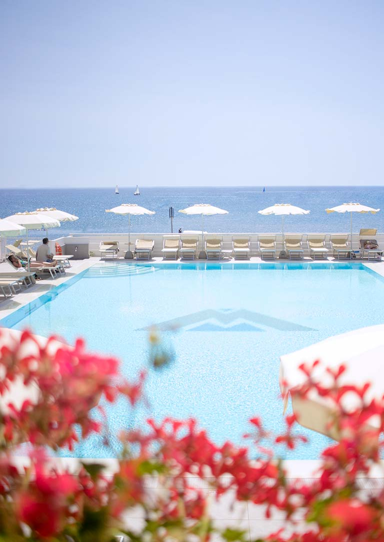 hotel with swimming pool elba island